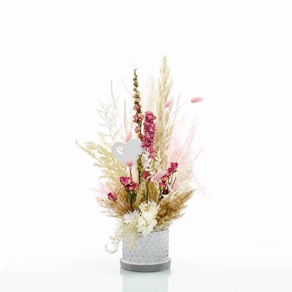 Trockenblumen Gesteck | Zement Topf grau | Traumfarben mit Herz | weiss-natur-rosa-pink | Pampasgras, Rittersporn, Lagurus, Strohblume, Regenschirmfarn, Samtgras, Rosen