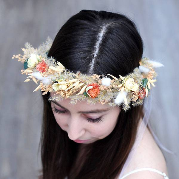 Trockenblumen Kopfkranz Braut   Hochzeit   Pastellzauber   Trockenblumen weiss-aprikot-grün   Eukalyptus, Pampas, Rosen, Hafer