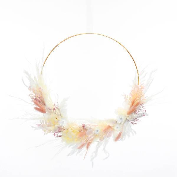 Trockenblumenkranz | Hoop | Zartliebe | gold 40 cm | Trockenblumen weiss-natur-rosa | Pampasgras, Lagurus, Strohblume