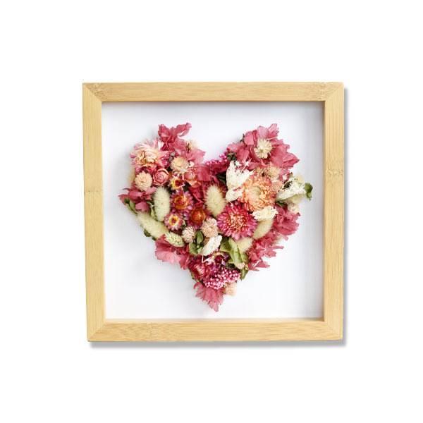 800206_Love_Dried_flowers_Bilderrahmen_Holz_natur_Trockenblumen_getrocknete_Blumen__Bluetenherz_brombeer.jpg