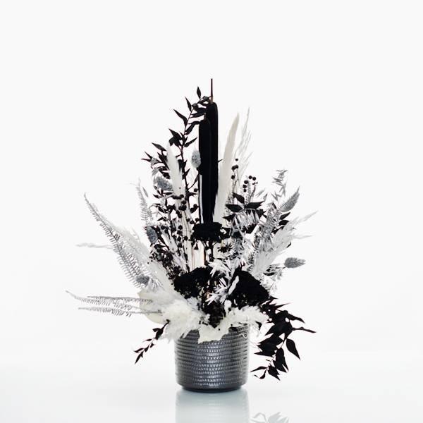 Trockenblumen Gesteck | Keramik anthrazit | schwarz-weiss-silber | Pampasgras, Schilfkolben, Ruskus, Regenschirmfarn, Phalaris