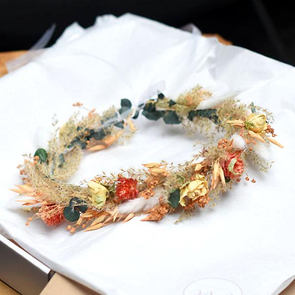 Trockenblumen Kopfkranz Braut   Pastellzauber   Trockenblumen weiss-aprikot-grün