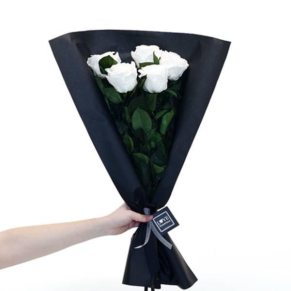 Love_flowerbox_Rosenbox_5_Infinitiy_Rosen_langstielig_Strauss_liegend_bridal_pure_white_2.jpg