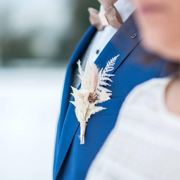 Trockenblumen Anstecker Bräutigam | Hochzeit | Rosenzauber | weiss-ivory-pastell | Farn, Eukalyptus gebleicht, Lagurus