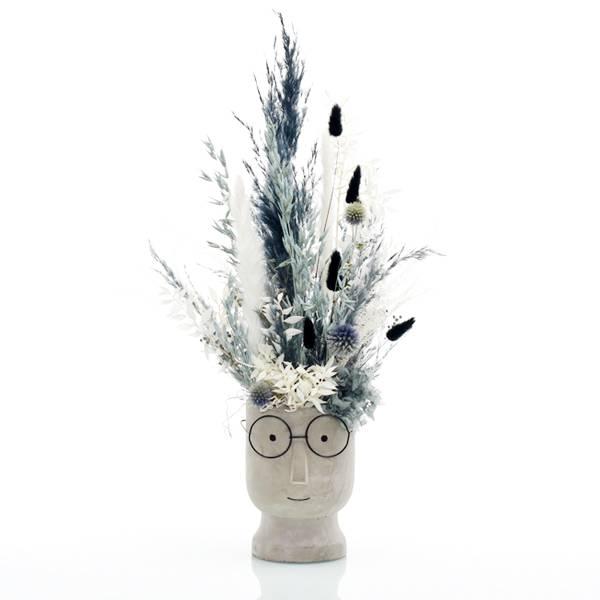 Trockenblumen Gesteck | Zement Gesicht grau | Steinblaue Schönheit | weiss-blau-schwarz | Pampasgras, Ruskus, Lagurus, Samtgras, Disteln