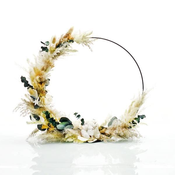 Trockenblumenkranz stehend | Hoop | Natur Pur | schwarz 40cm | Trockenblumen weiss-natur-grün | Pampasgras, Eukalyptus, Ruskus