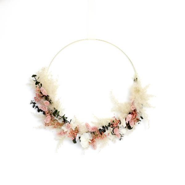 Trockenblumenkranz | Hoop | Rosaliebchen | gold 30 cm | Trockenblumen weiss-rosa-grün | Eukalyptus, Phalaris, Schleierkaut, Hortensie, Pampasgras