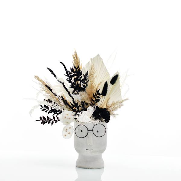 Trockenblumen Gesteck | Zement Gesicht grau | Schwarze Schönheit | weiss-natur-schwarz | Pampasgras, Palmspear, Ruskus, Lagurus, Samtgras, Regenschirmfarn, Schafgarbe, Lunaria,